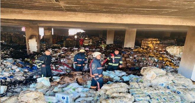 Yenikent Kızıltepe'de market deposunda  yangın